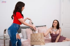 Chanel Preston - Shopaholic (Thumb 12)
