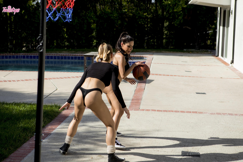 Twistys 'When Girls Play Ball' starring Carter Cruise (Photo 36)