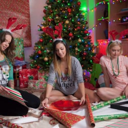 Chloe Couture in 'Twistys' The Gift Of Giving (Thumbnail 1)