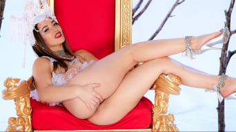 Dani Daniels in 'Naked Queen'