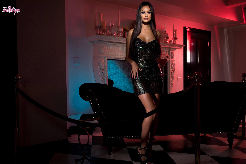 Twistys 'Glitter Nightclub' starring Eliza Ibarra (Photo 3)