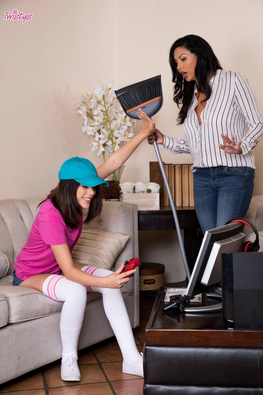 Twistys 'Gaming Grind' starring Harmony Wonder (Photo 4)