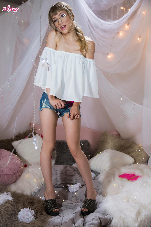 Twistys 'Cloud 9' starring Ivy Wolfe (Photo 1)