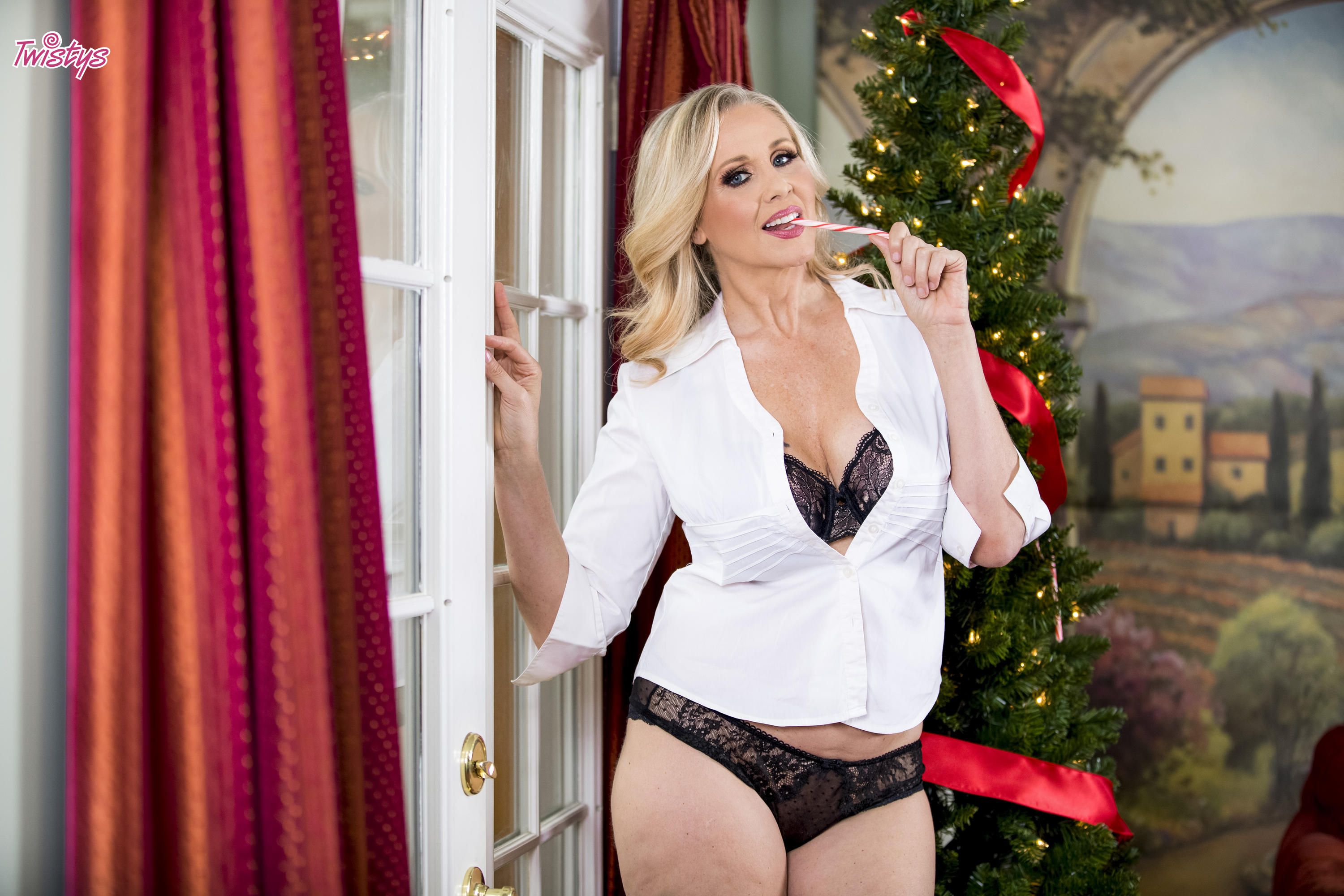 Twistys 'Unwrap Me' starring Julia Ann (Photo 32)