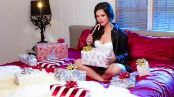 Khaleesi Wilde in 'Lick My Candy'