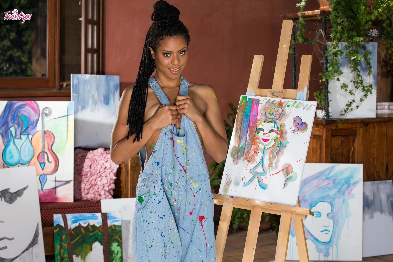 Twistys 'Artistic Expression' starring Kira Noir (Photo 3)