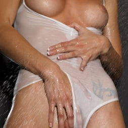 Malena Morgan in 'Twistys' I Don't Sing In The Shower (Thumbnail 6)