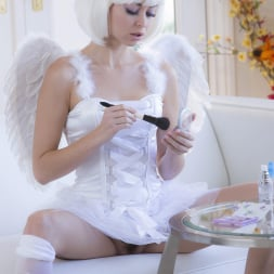 Riley Reid in 'Twistys' Earning Her Wings (Thumbnail 1)