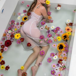 Scarlett Sage in 'Twistys' Bathing Beauty (Thumbnail 6)